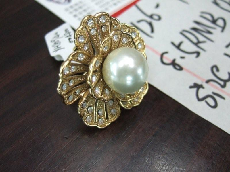 gold flower and pearl ring